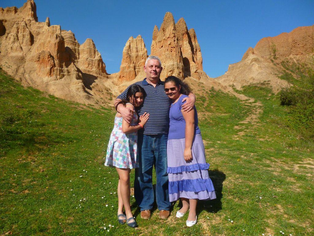 Бугоянац и две бугоянки изучают достопримечательности своей страны. Фото: Елена Арсениевич, CC BY-SA 3.0