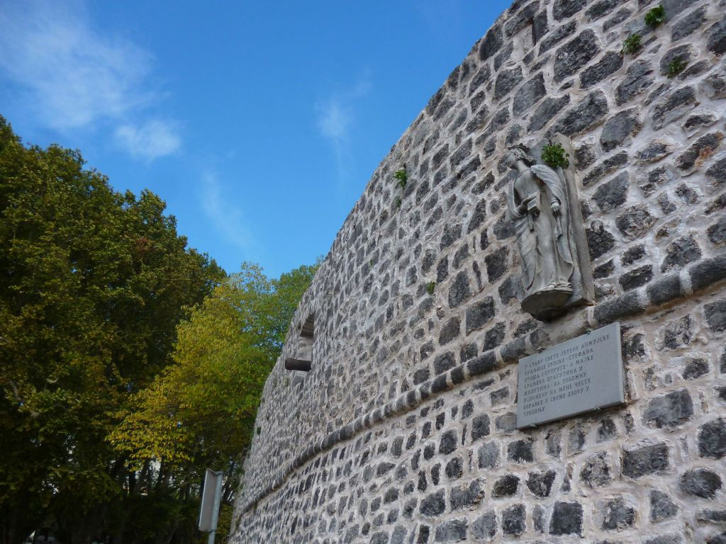Памятник Елене Анжуйской. Фото: Елена Арсениевич, CC BY-SA 3.0