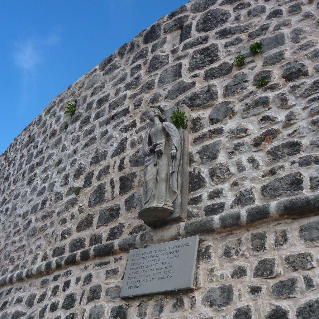 Памятник Елене Анжуйской в Требине. Фото: Елена Арсениевич, CC BY-SA 3.0