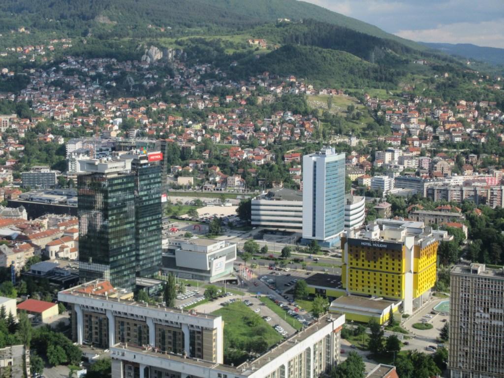 Ближайшие соседи: небоскрёбы ITECO и Sarajevo City Center. Фото: Елена Арсениевич, CC BY-SA 3.0