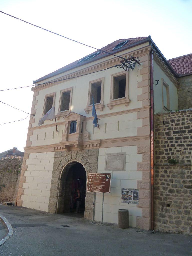 Западные ворота. Фото: Елена Арсениевич, CC BY-SA 3.0