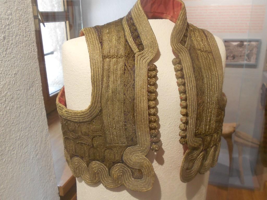 Ечерма, традиционный жилет. Францисканский музей в Ливно. Фото: Елена Арсениевич, CC BY-SA 3.0