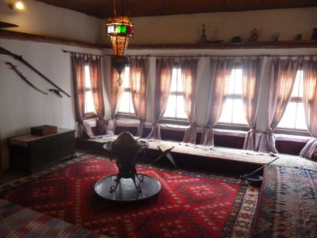 Комната для прёма гостей в селамлуке. Фото: Елена Арсениевич, CC BY-SA 3.0