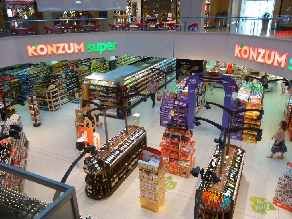 Супермаркет на -1 этаже. Фото: Елена Арсениевич, CC BY-SA 3.0