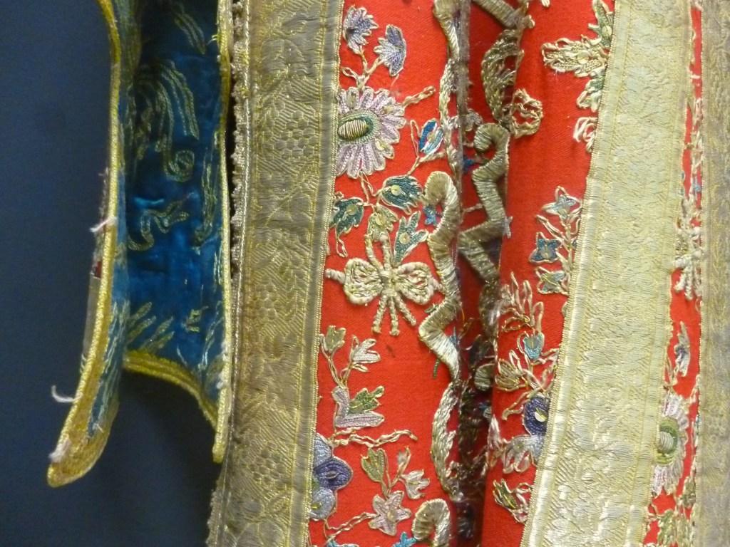 Фрагмент платья-антерии. Фото: Елена Арсениевич, CC BY-SA 3.0