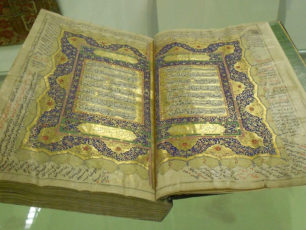 Рукописная книга из фонда библиотеки. Фото: Елена Арсениевич, CC BY-SA 3.0