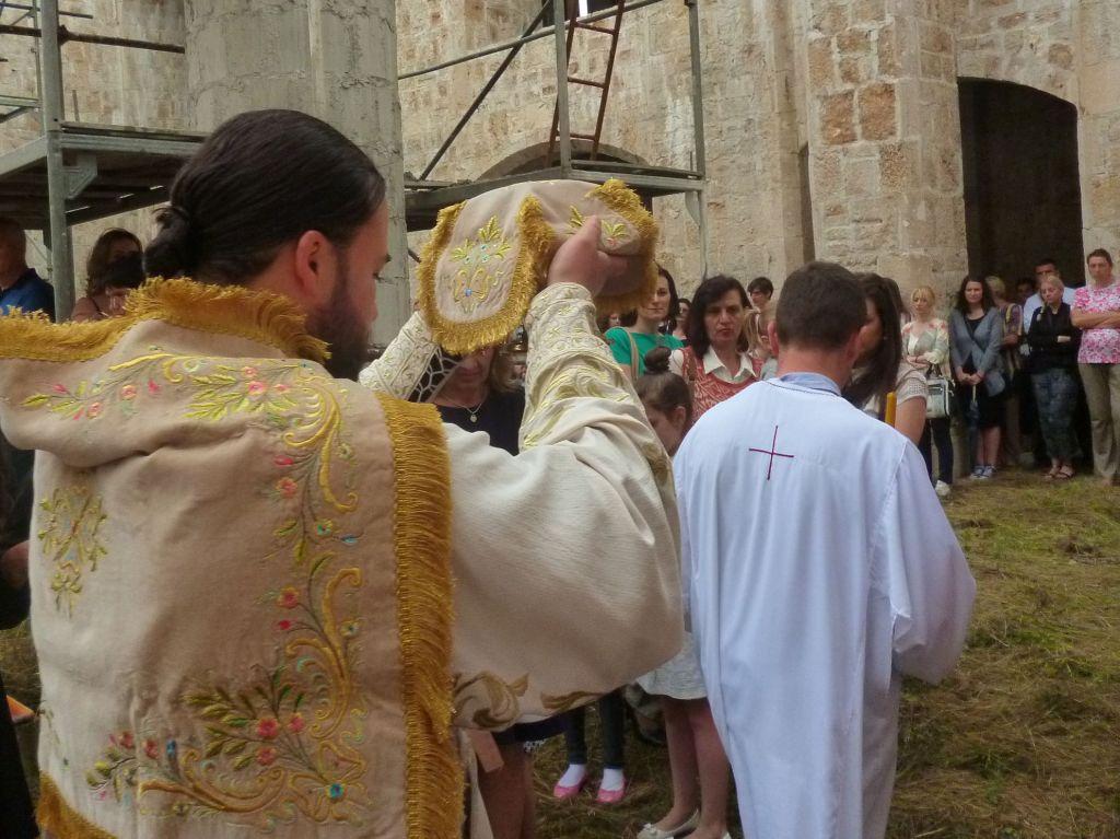 Святые дары проносят по церкви. Фото: Елена Арсениевич, CC BY-SA 3.0