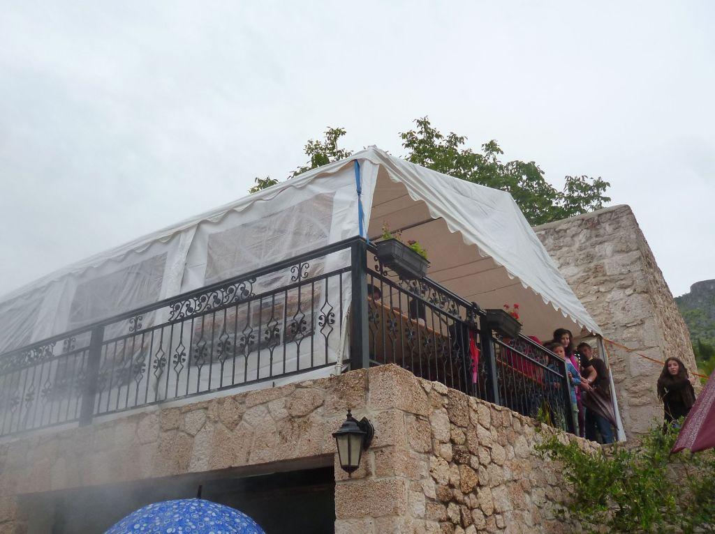 Продолжение праздника под шатрами. Фото: Елена Арсениевич, CC BY-SA 3.0