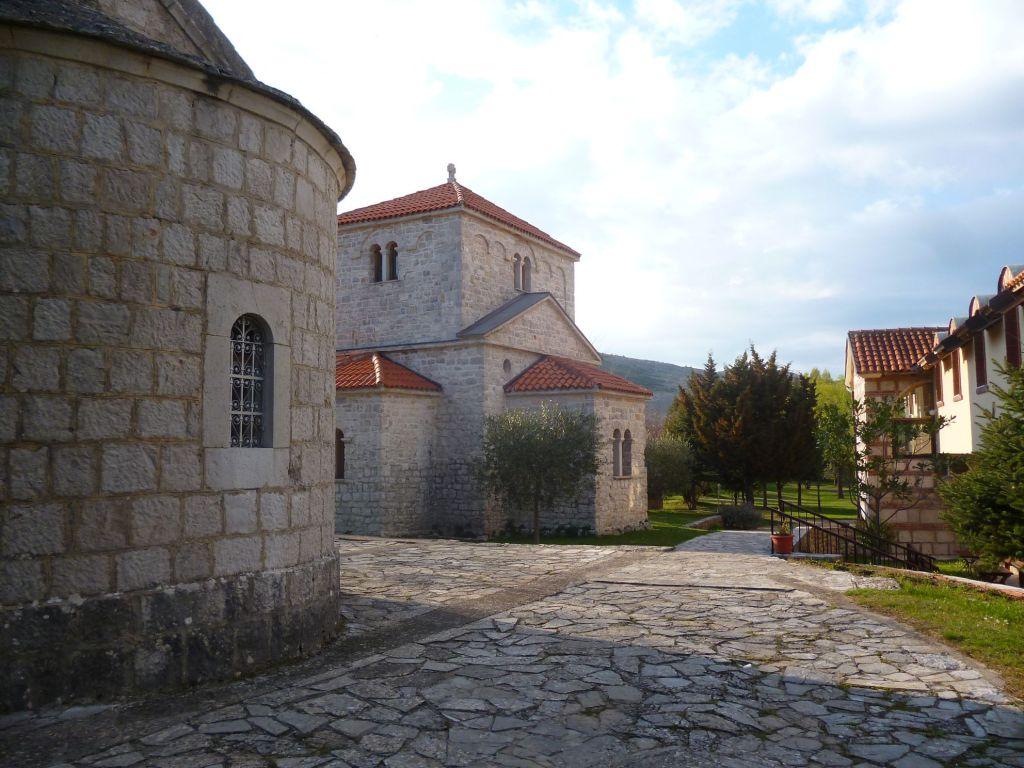 Апсиды двух церквей. Фото: Елена Арсениевич, CC BY-SA 3.0