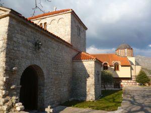 Церковь св. Павла и конак с капеллой. Фото: Елена Арсениевич, CC BY-SA 3.0