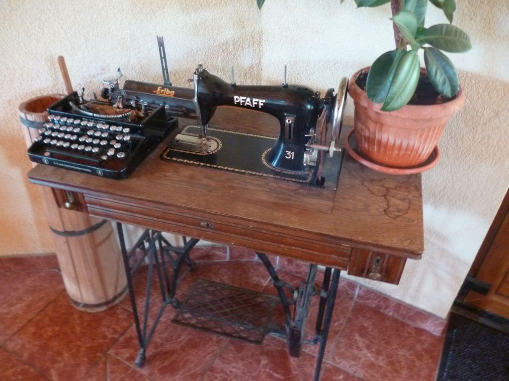 Старинная швейная машинка в интерьере ресторана. Фото: Елена Арсениевич, CC BY-SA 3.0