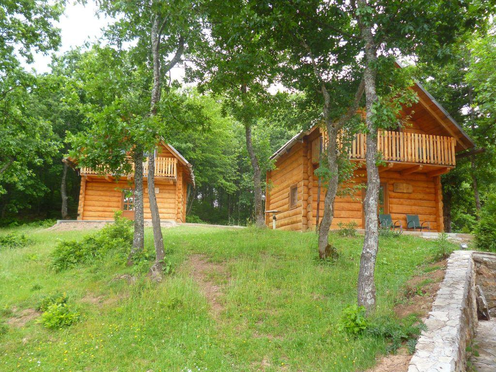 Домики для гостей. Фото: Елена Арсениевич, CC BY-SA 3.0
