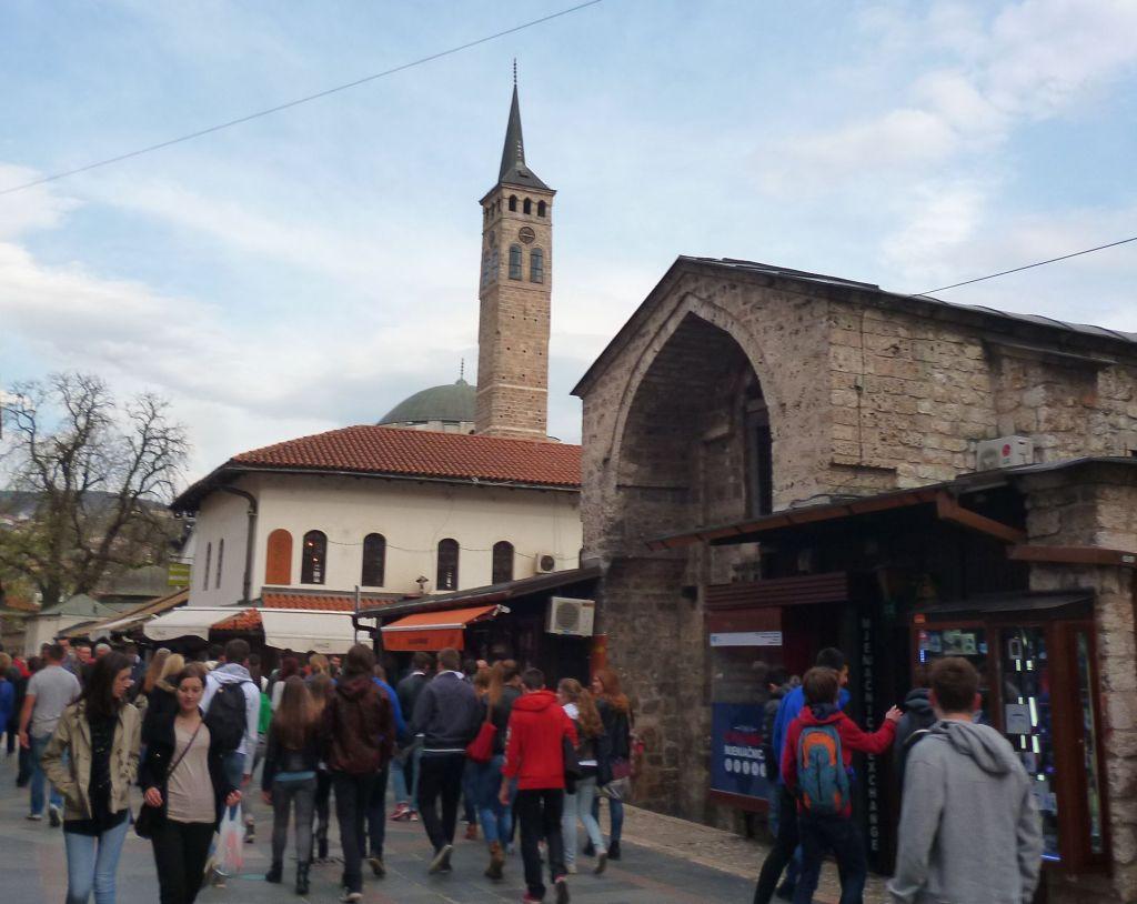 Безистан и сахат-кула. Фото: Елена Арсениевич, CC BY-SA 3.0