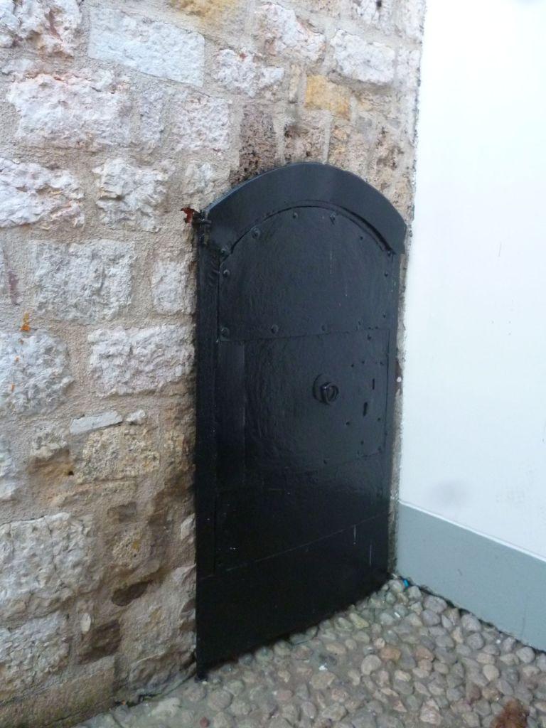 Дверца для часовщика. Фото: Елена Арсениевич, CC BY-SA 3.0