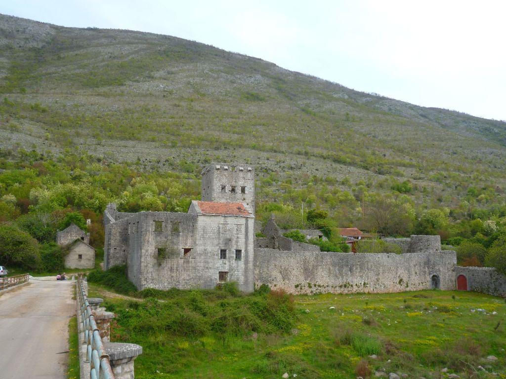 Крепость в Старом Сланом. Фото: Елена Арсениевич, CC BY-SA 3.0