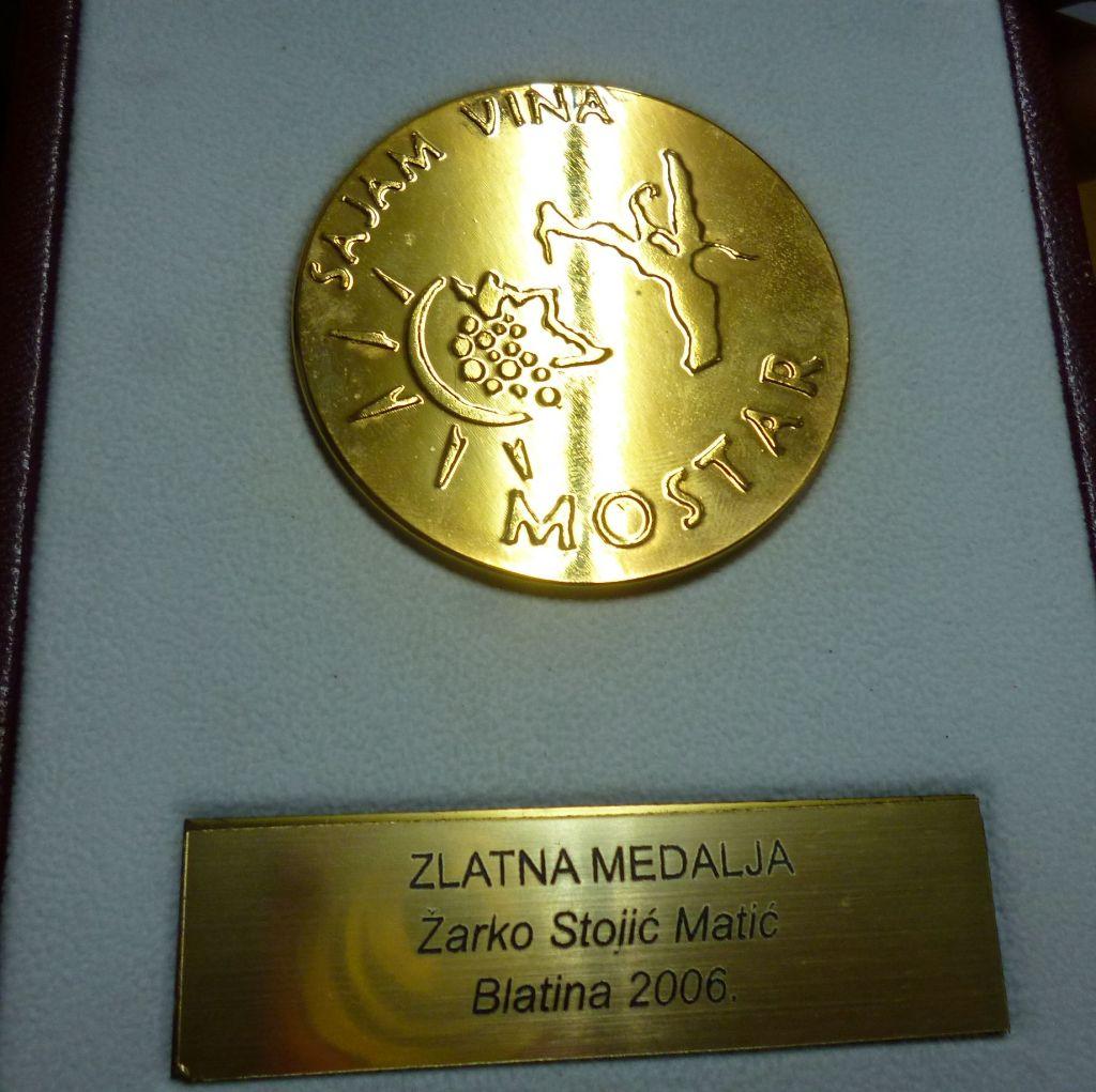 Одна из золотых медалей, полученных на винной выставке в Сплите. Фото: Елена Арсениевич, CC BY-SA 3.0