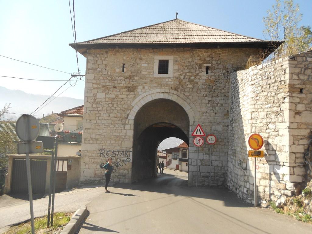 Вишеградские ворота. Вид снаружи крепости. Фото: Елена Арсениевич, CC BY-SA 3.0