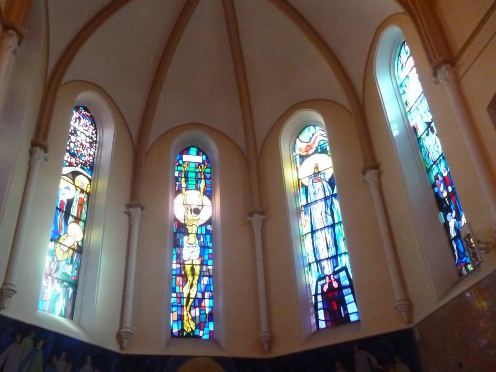 Алтарные витражи в церкви св. Анте. Фото: Елена Арсениевич, CC BY-SA 3.0