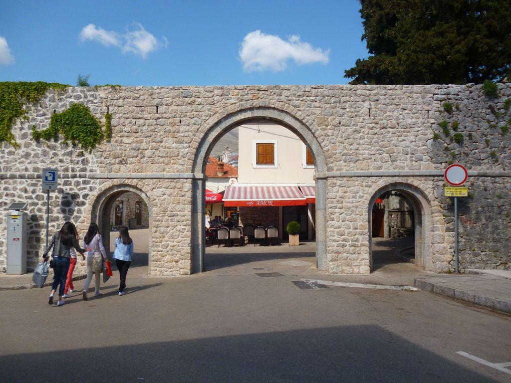 Южные ворота старого города Требине. Фото: Елена Арсениевич, CC BY-SA 3.0