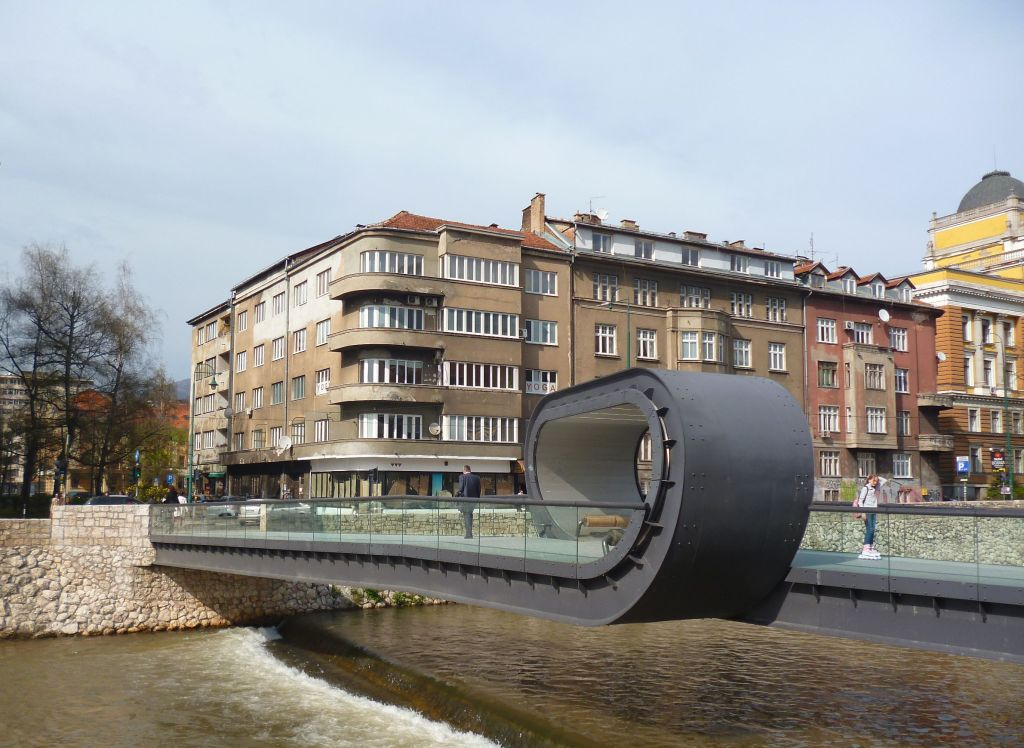 Мост «Поспешай медленно». Фото: Елена Арсениевич, CC BY-SA 3.0