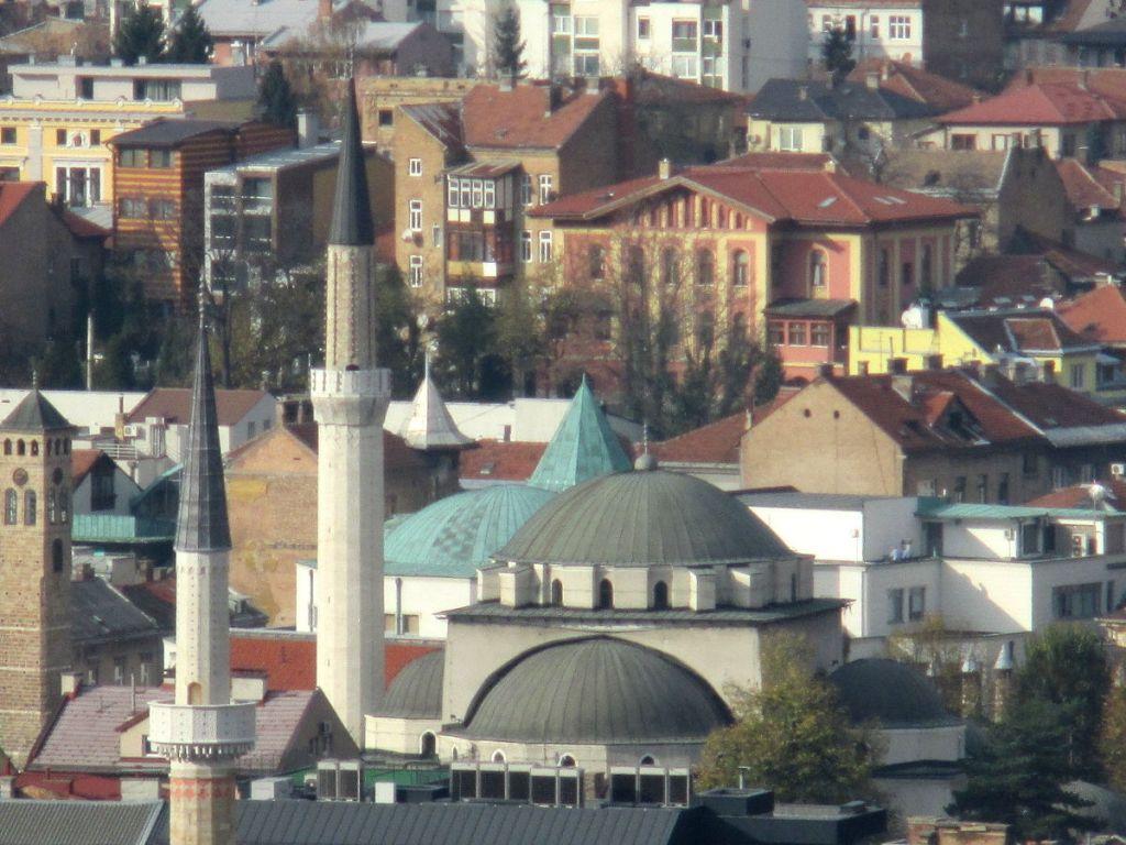 Мечеть, часовая башня, библиотека Гази Хусрев-бега. Фото: Елена Арсениевич, CC BY-SA 3.0