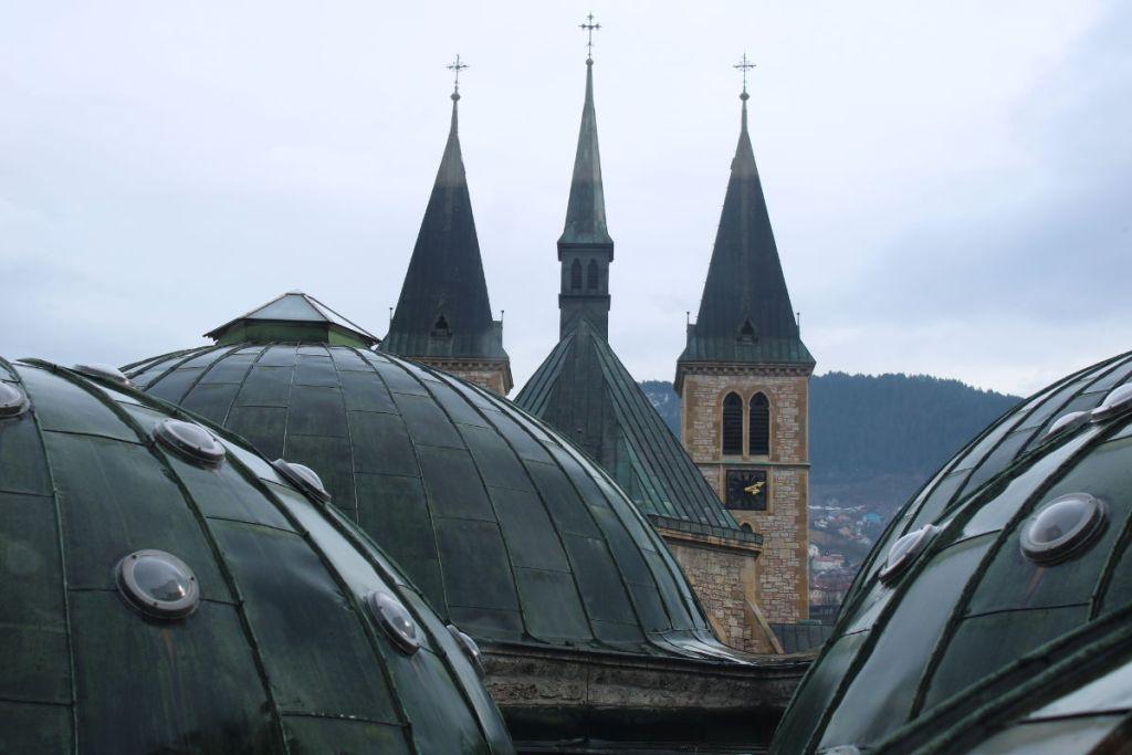 Купола хаммама и колокольни Катедралы. Фото: Елена Арсениевич, CC BY-SA 3.0
