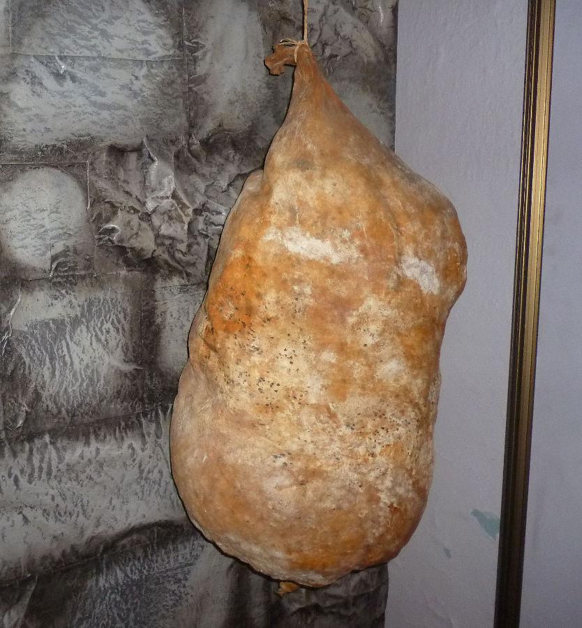 Сыр из мешка, пока ещё в мешке. Фото: Елена Арсениевич, CC BY-SA 3.0