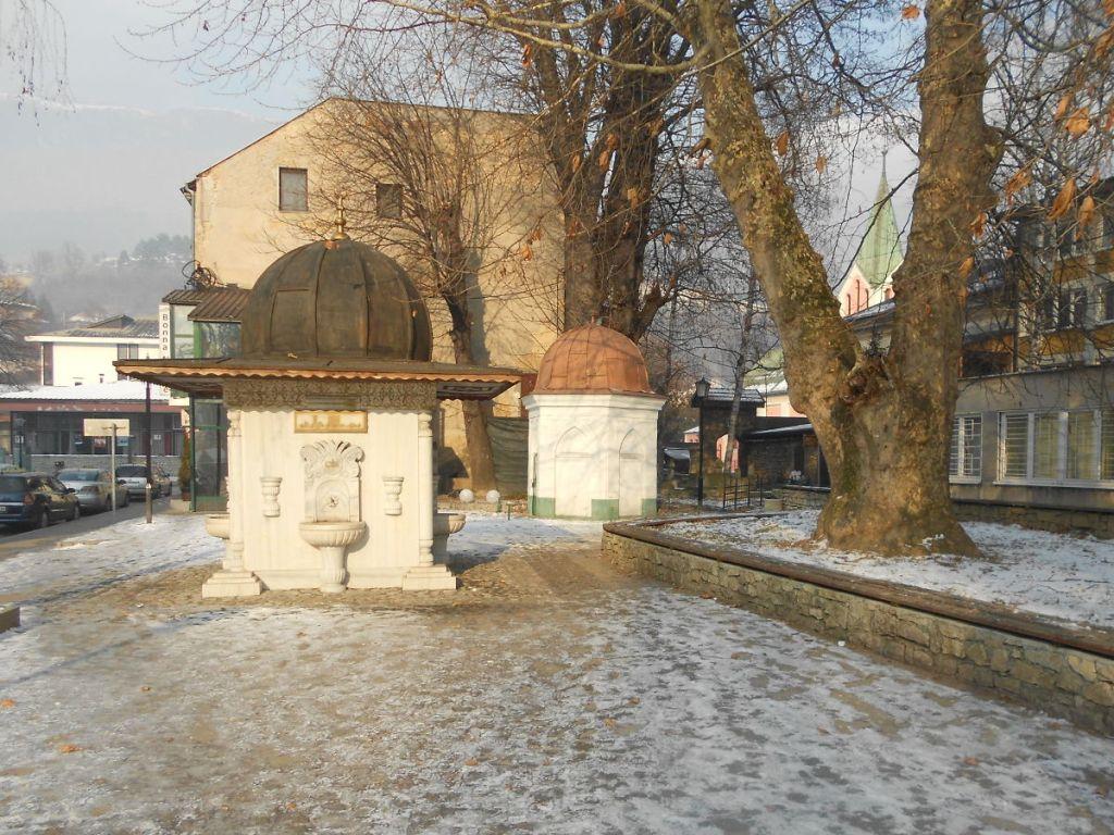 Чесма и гробница хорошего человека. Фото: Елена Арсениевич, CC BY-SA 3.0