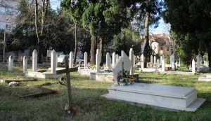 Христиане и мусульмане похоронены бок о бок. Фото: Елена Арсениевич, CC BY-SA 3.0