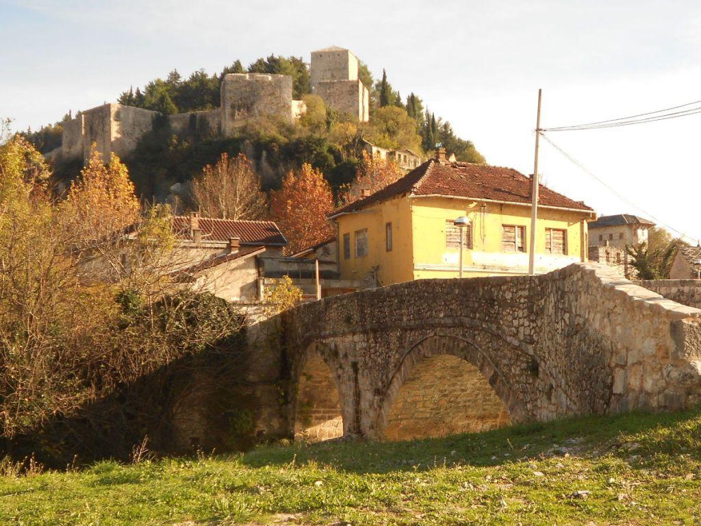 Подградский мост и град, то есть крепость. Фото: Елена Арсениевич, CC BY-SA 3.0