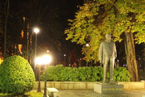 Памятник Йовану Дучичу у парка. Фото: Елена Арсениевич, CC BY-SA 3.0