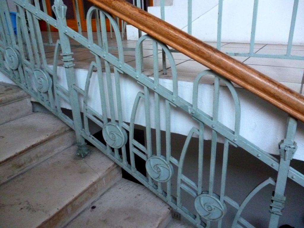 Лестница в стиле модерн. Фото: Елена Арсениевич, CC BY-SA 3.0