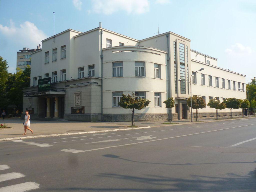 Народный театр, чистый баухауз. Фото: Елена Арсениевич, CC BY-SA 3.0