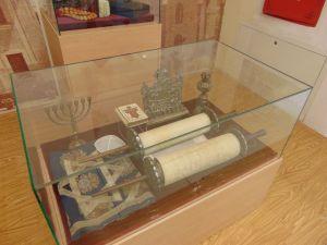 Предметы из зеничской синагоги. Фото: Елена Арсениевич, CC BY-SA 3.0