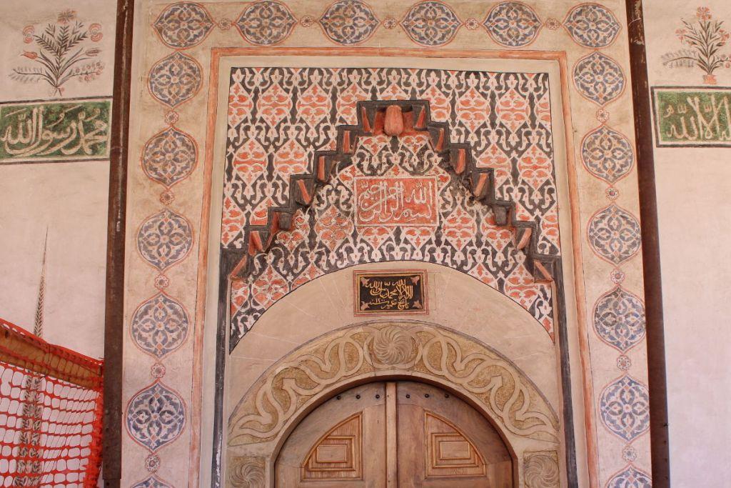 Декор портала. Фото: Елена Арсениевич, CC BY-SA 3.0