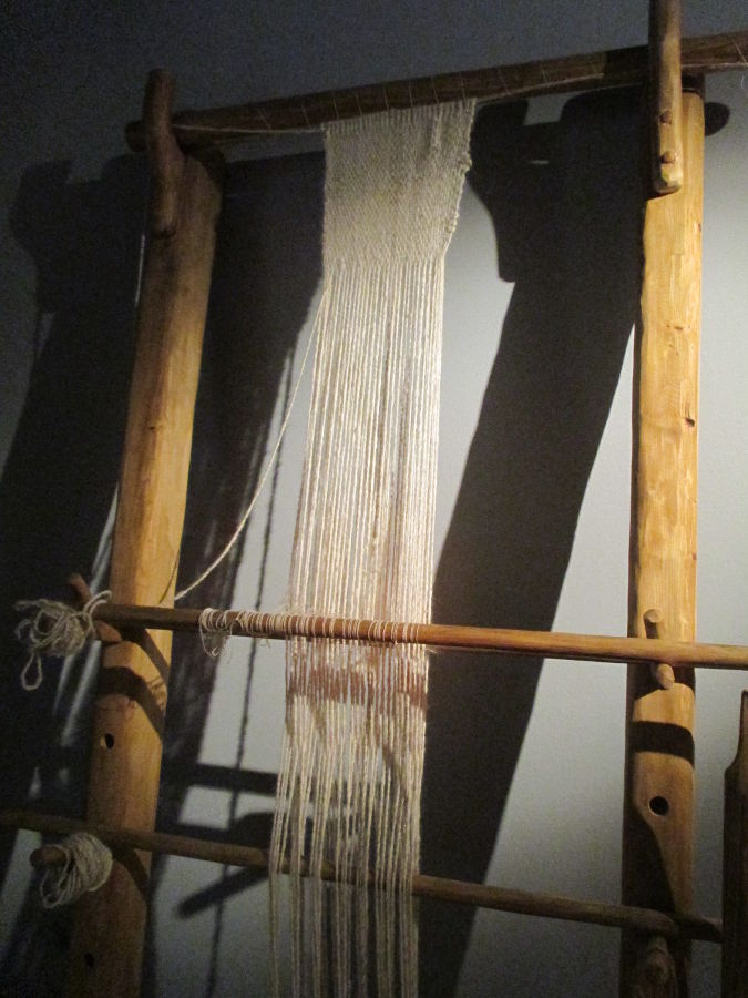 Реконструкция древнего ткацкого станка. Фото: Елена Арсениевич, CC BY-SA 3.0