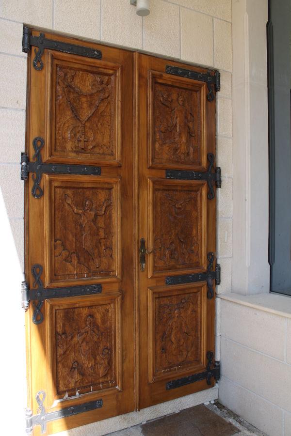 Резные двери церкви. Фото: Елена Арсениевич, CC BY-SA 3.0