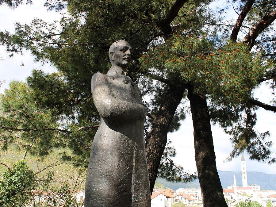 Памятник Алексе Шантичу. Фото: Елена Арсениевич, CC BY-SA 3.0