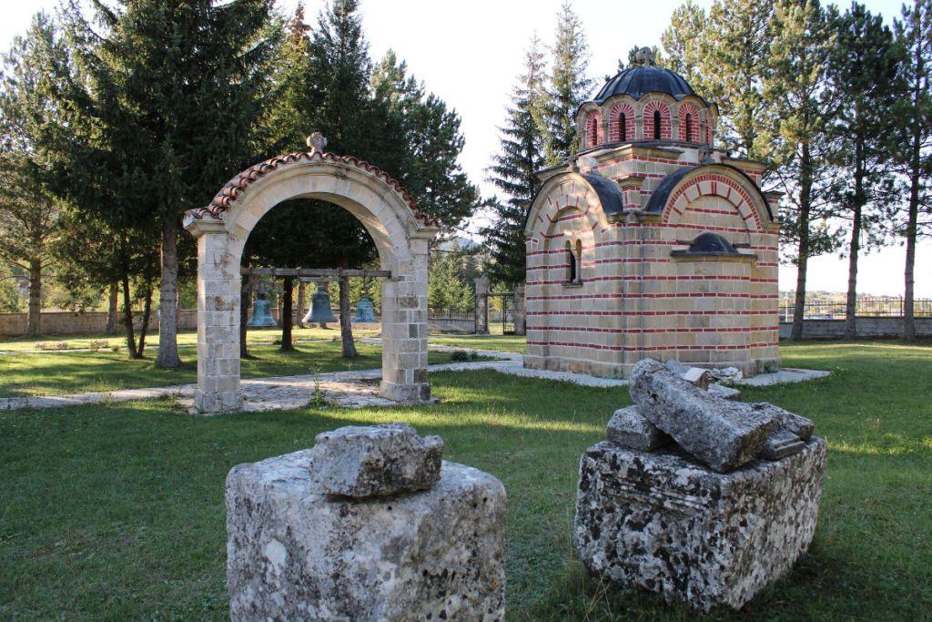 Двор монастыря. Фото: Елена Арсениевич, CC BY-SA 3.0