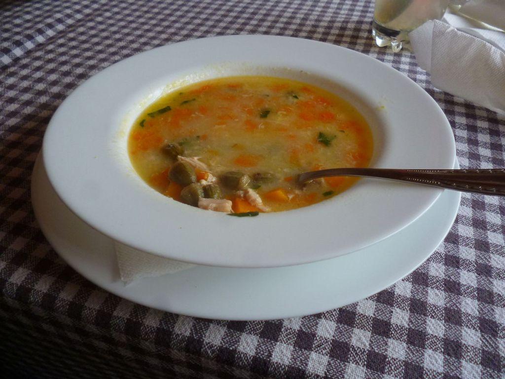 Tanjir, tanjur, тарелка (с беговой чорбой). Фото: Елена Арсениевич, CC BY-SA 3.0