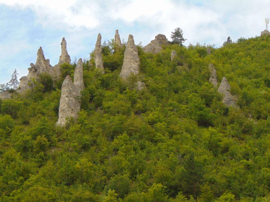 Каменные сваты, геологический феномен рядом с Бугойно. Фото: Елена Арсениевич, CC BY-SA 3.0