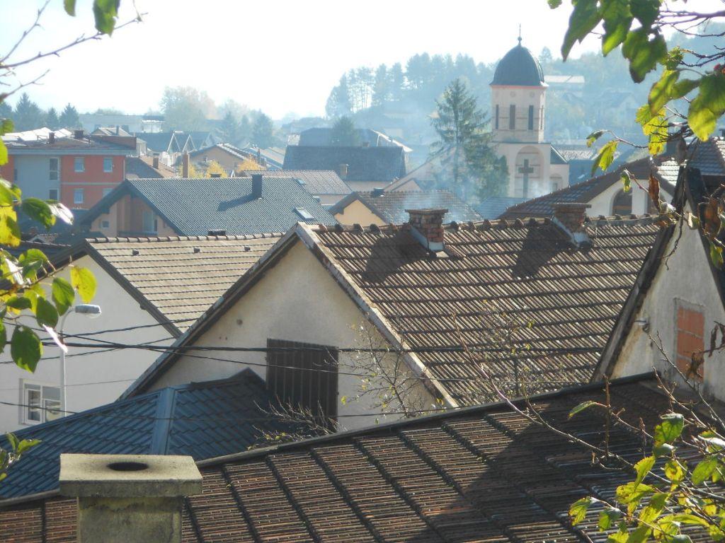Бихач. Видна колокольня православной церкви. Фото: Елена Арсениевич, CC BY-SA 3.0