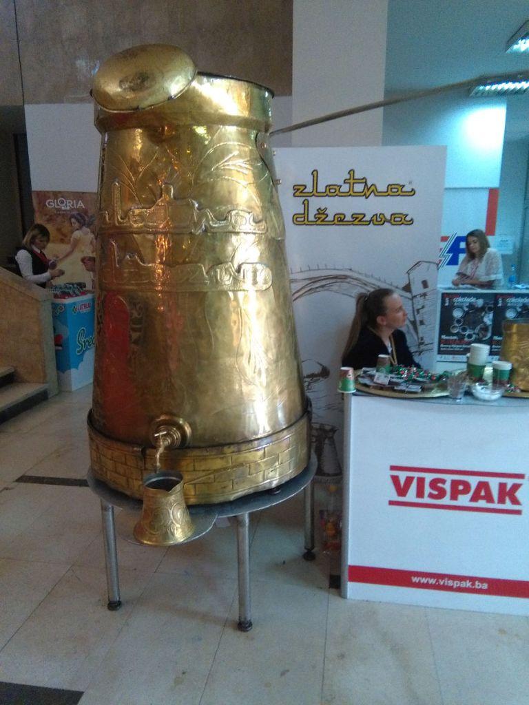 В эту турку вмещается 8 тысяч порций кофе по-боснийски. Фото: Елена Арсениевич, CC BY-SA 3.0