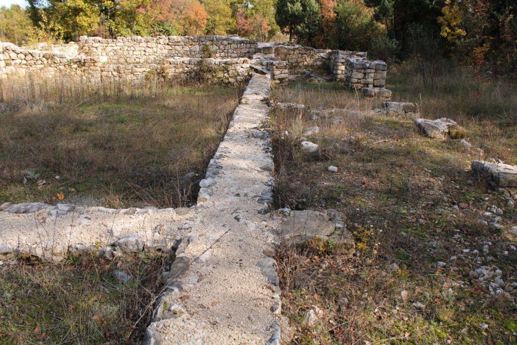 Остатки раннехристианских стен в Ривине. Фото: Елена Арсениевич, CC BY-SA 3.0