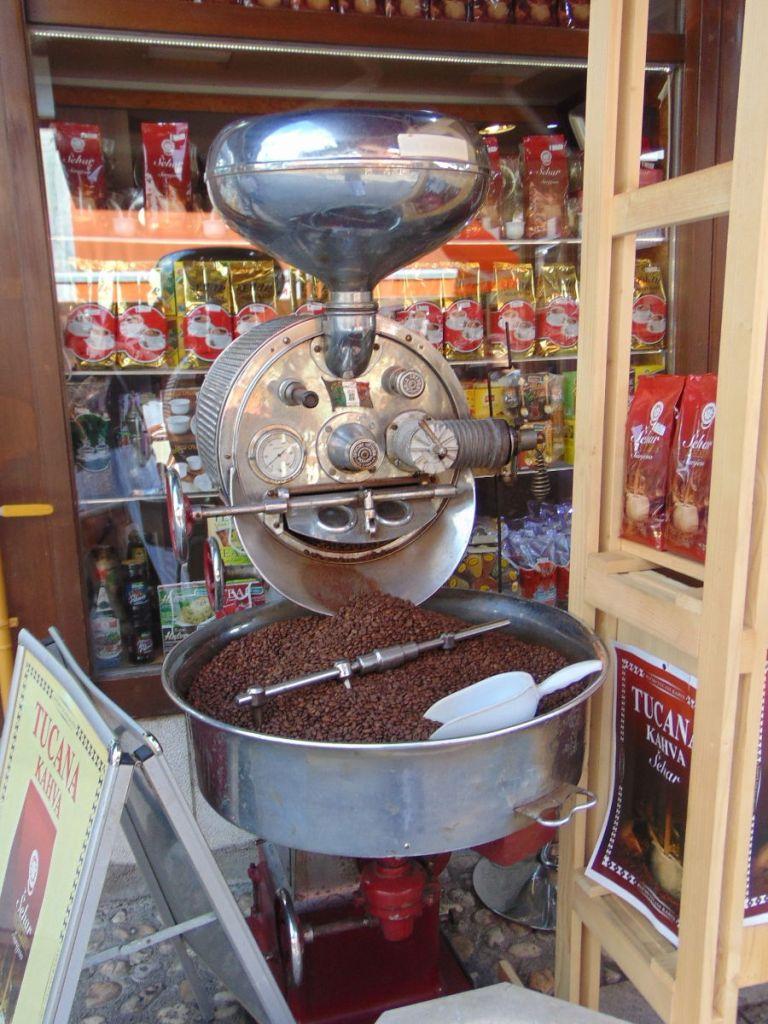 В таких машинах обжаривают кофе. Фото: Елена Арсениевич, CC BY-SA 3.0