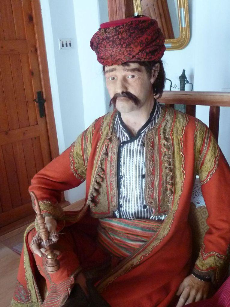 Мужчина с чибуком. Дом Муслибеговича. Мостар. Фото: Елена Арсениевич, CC BY-SA 3.0