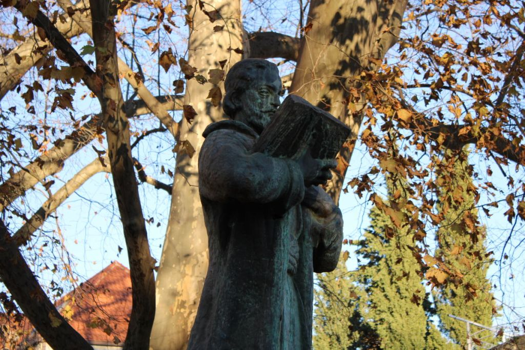 Памятник самому знаменитому черногорскому поэту. Фото: Елена Арсениевич, CC BY-SA 3.0