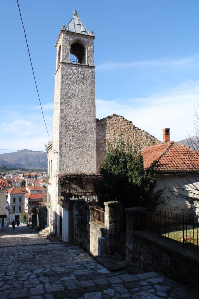 У мостарской часовой башни циферблат только с одной стороны. Фото: Елена Арсениевич, CC BY-SA 3.0