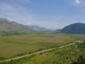 Попово поле и протекающая через него Требишница. Фото: Елена Арсениевич, CC BY-SA 3.0