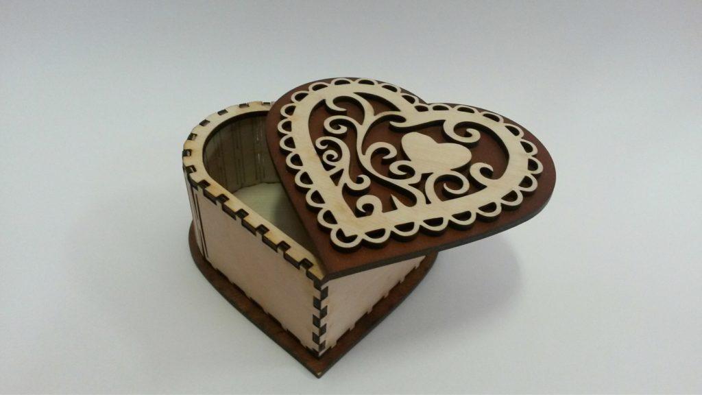 Шкатулка сердце с тёмной крышкой